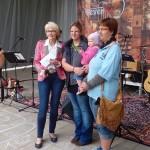 Eine Spende von Frau Decker aus Tröstau wurde übergeben, die eine Pferdesegnung veranstalteten.